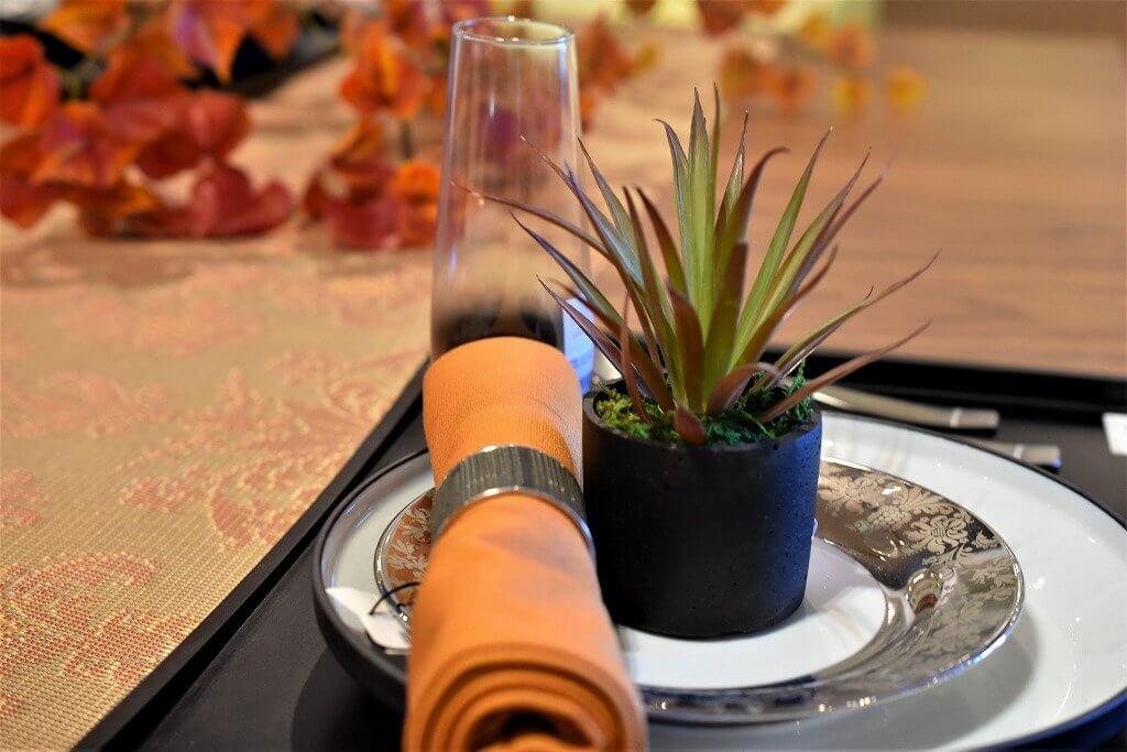 ウォールナット材は高級感がありテーブルコーディネートの見栄えが違います。