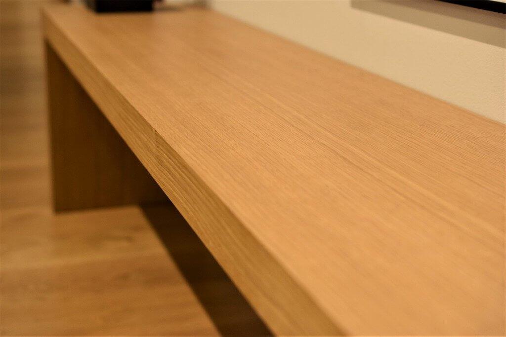 天板の厚みも4cmあり丈夫です。シンプルなデザインなので使い方はいろいろです。