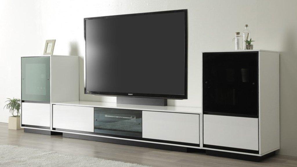 適切なサイズを見つけるには、まずテレビのサイズ、保管したいものの量、テレビを見ているときの目の高さを確認します。 また、達成したいことを考えてください。 「リコーダーやゲーム機、DVDを綺麗に収納したい」「お気に入りのソファに座ってくつろげるテレビ空間を作りたい」「テレビエリアをかっこよく飾りたい」など。 理想的な部屋を想像して、ぴったりのサイズを見つけましょう。