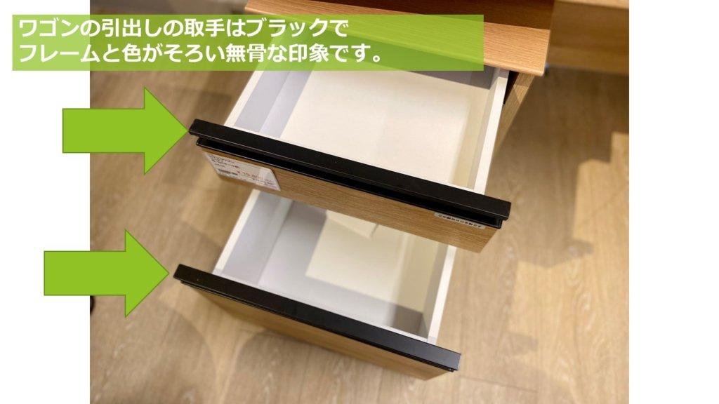 サイズは、A4ファイルを一番下に配置して簡単に配置できるように設計されています。 一般的に、これはオフィスのデスクにも当てはまります。 後ろのファイルはすべての引き出しを抜かないと取り出せませんが、よく使うファイルを手前に置いておけば問題ないと言えます。