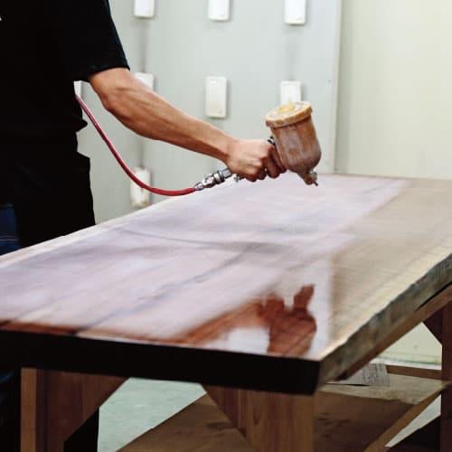 新築やリフォームに最適な一枚板無垢材のダイニングテーブルはたくさんの工程を経て世界に一つだけのテーブルになります。